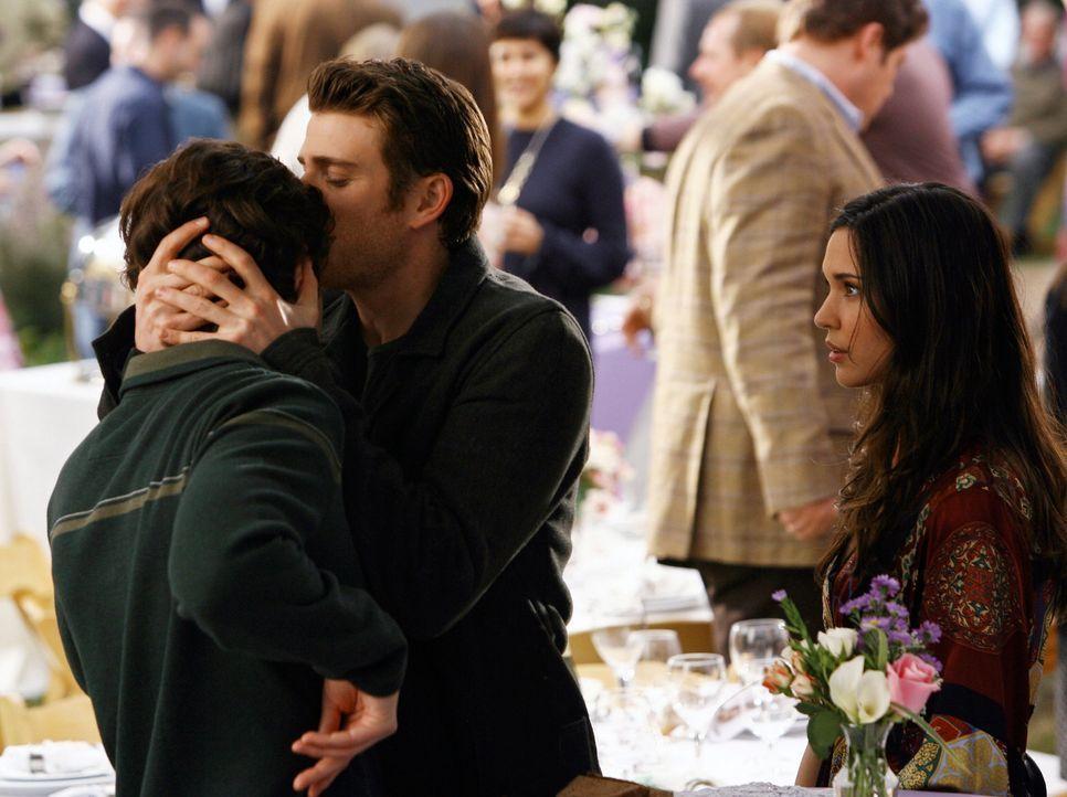 Nick (Bryan Greenberg, 2.v.l) ist von seiner Entscheidung, Knights Ridge nicht zu verlassen, so glücklich, dass er nicht bemerkt, was zwischen Aubre... - Bildquelle: ABC Studios