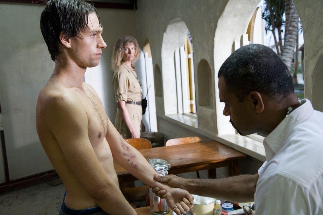 Als Ben (Gregory Smith, l.) klar wird, dass seine Freundin in einem sogenannten Boot Camp gefangen gehalten wird, täuscht er vor, drogensüchtig zu s... - Bildquelle: Chris Large