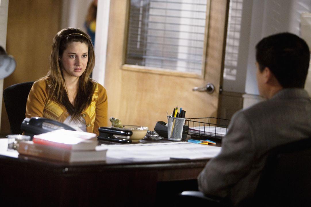 Der Sommer wird für Amy (Shailene Woodley, l.) alles andere als entspannt, denn sie muss in den Unterricht, weil sie nicht versetzt wurde ...
