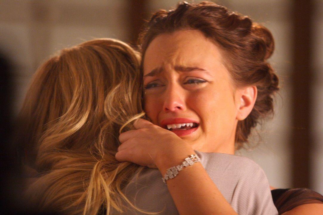 Blair (Leighton Meester, r.) ist verzweifelt: Sie hat mit Chuck geschlafen, doch eigentlich schlägt ihr Herz doch für Nate, oder? Wird Serena (Blake... - Bildquelle: Warner Bros. Television