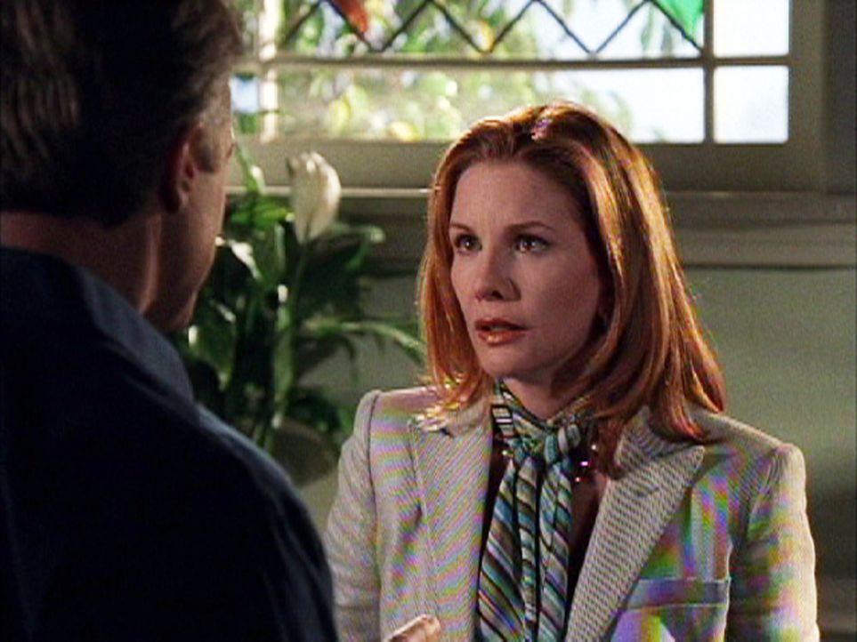 Marie Wagner (Melissa Gilbert, r.) sucht Rat bei Eric (Stephen Collins, l.). Mit seiner Hilfe möchte sie ihrer Mutter eine unangenehme Nachricht übe... - Bildquelle: The WB Television Network