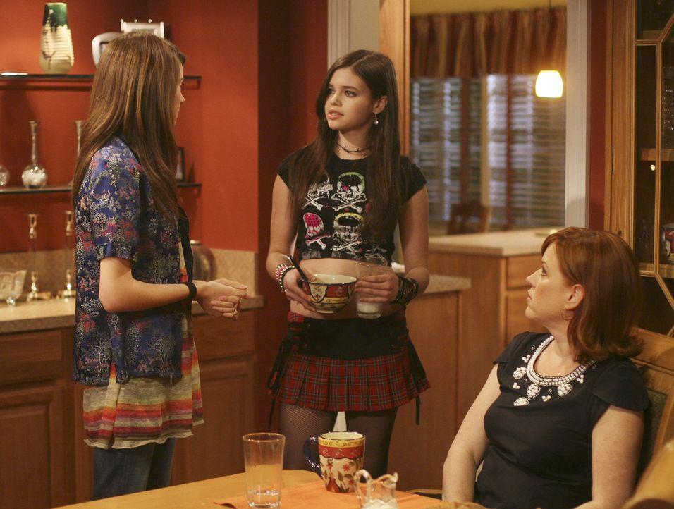 Tochter Amy (Shailene Woodley, l.) will alleine mit ihren Eltern Anne (Molly Ringwald, r.) und George sprechen - da wundert sich auch Schwester Ashl... - Bildquelle: ABC Family