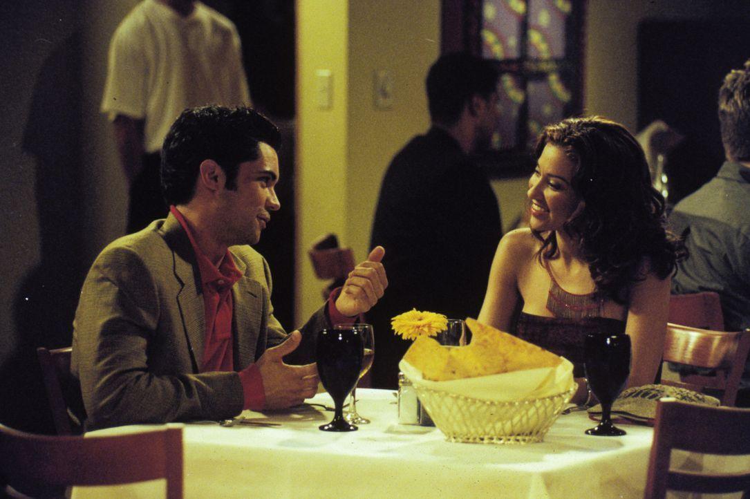 Jeremiah und Royce können nicht mit ansehen, wie ihr Freund Clay (Daniel Pino, l.) darunter leidet, dass er wegen einer Urlaubsbekanntschaft verlas... - Bildquelle: Paramount Television