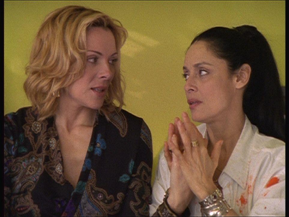 Samantha (Kim Cattrall, l.) beginnt eine Beziehung mit einem Menschen, den sie wirklich gern hat: die brasilianische Malerin Maria (Sonia Braga, r.). - Bildquelle: Paramount Pictures