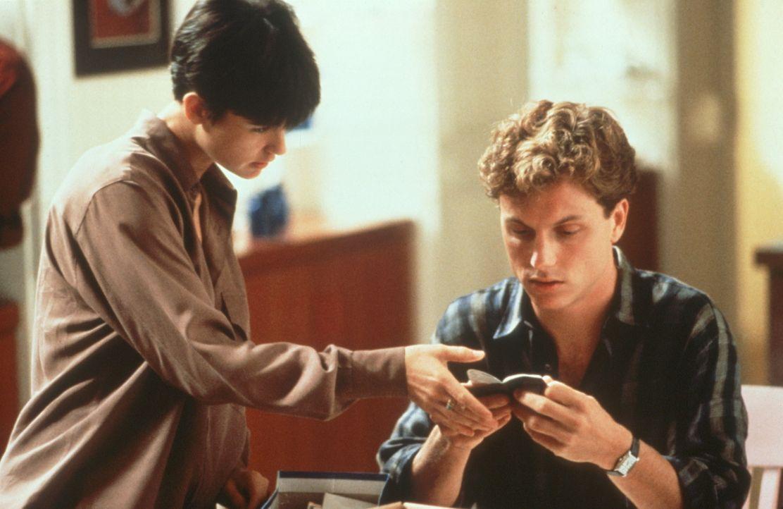 Noch ahnt Molly (Demi Moore, l.) nicht, was Carl (Tony Goldwyn, r.) im Schilde führt ... - Bildquelle: Paramount Pictures
