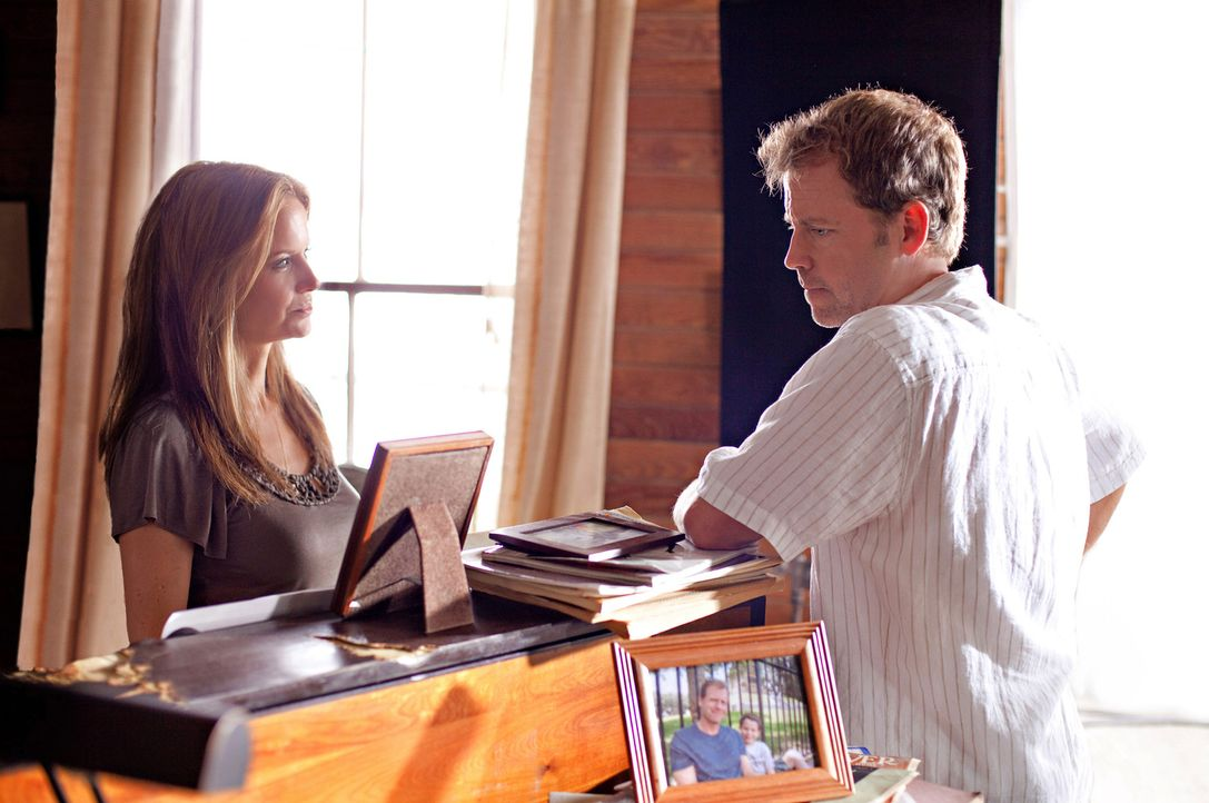 Nur seine Ex-Ehefrau Kim (Kelly Preston, l.) kennt Steves (Greg Kinnear, r.) tödliches Geheimnis ... - Bildquelle: Sam Emerson SMPSP Touchstone Pictures.  All Rights Reserved
