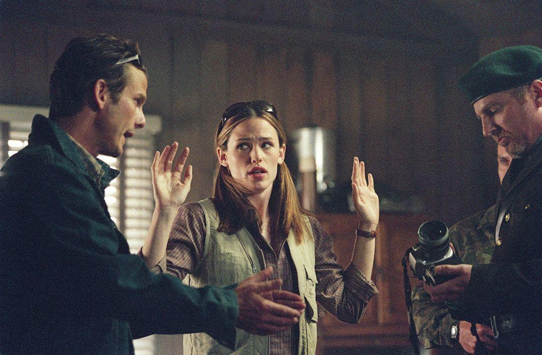 Bei einem Auftrag in Wien trifft Sydney Bristow (Jennifer Garner, M.) Noah Hicks (Peter Berg, l.), mit dem sie vor Jahren eine Affäre hatte, wieder... - Bildquelle: Touchstone Television