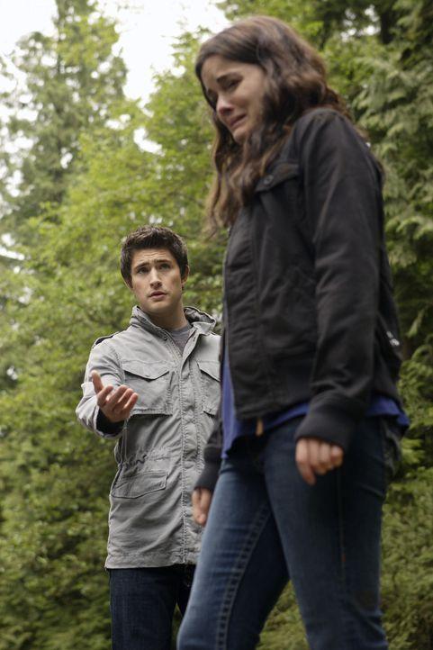 Kann sie seine Hilfe annehmen? Kyle (Matt Dallas, hinten) versteht Jessis (Jaimie Alexander, vorne) Verzweiflung, denn die beiden teilen ein gemeins... - Bildquelle: TOUCHSTONE TELEVISION