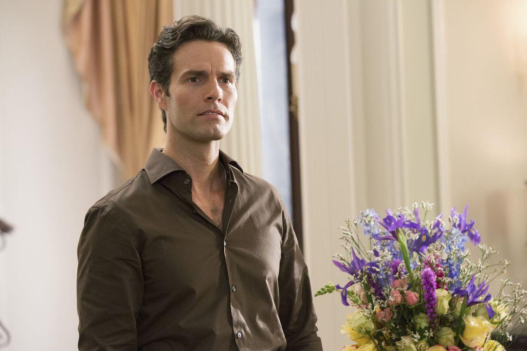 Als Dave Grant (Tom Parker) ein paar Blumen für Genevieve vorbei bringt, weckt Zoila sofort sein Interesse ... - Bildquelle: 2014 ABC Studios