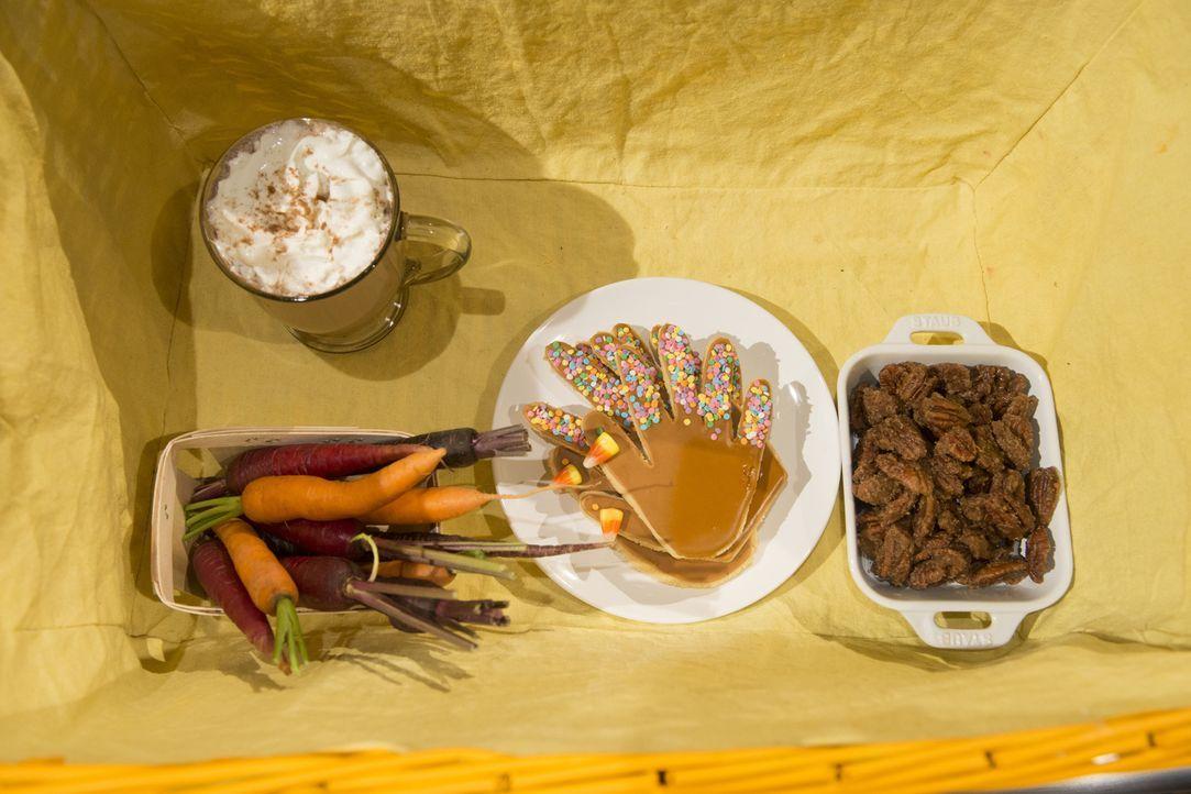Wie soll aus einer Pumpkin Spice Latte, Regenbogen-Karotten, Truthahn-Keksen und Pekannüssen bloß ein schmackhaftes Dessert werden? Die kleinen Juni... - Bildquelle: Scott Gries 2015, Television Food Network, G.P. All Rights Reserved