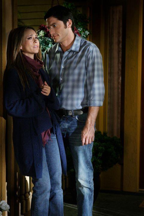 Jim (David Conrad, r.) ist von Detektive Neely angeschossen worden, und stirbt kurz darauf im Krankenhaus. Melinda (Jennifer Love Hewitt, l.) ist vo... - Bildquelle: ABC Studios