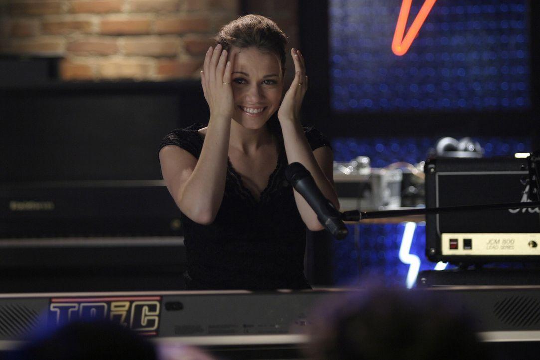 Haley (Bethany Joy Galeotti) ist schrecklich nervös, da sie einen Auftritt am Eröffnungsabend hat ... - Bildquelle: Warner Bros. Pictures