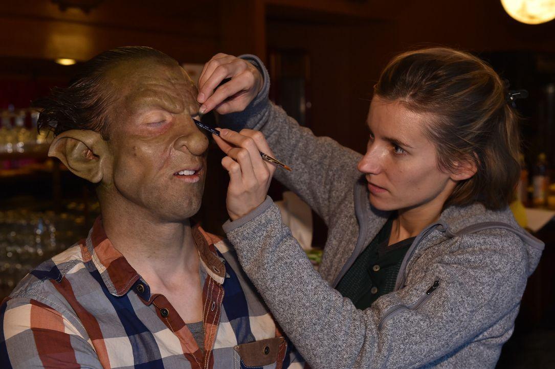 Knollnase, spitze Ohren und ein schlammiger Teint: So muss Philipp zum Date ... - Bildquelle: Andre Kowalski Sixx