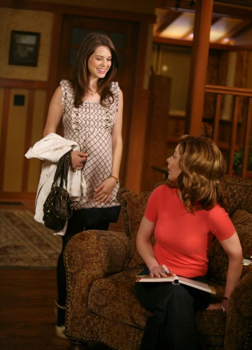 Dylan (Lyndsy Fonseca, l.) trifft sich weiterhin heimlich mit ihrem Vater, lässt ihre Mutter (Dana Delany, r.) aber in dem Glauben, dass sie eine Ve... - Bildquelle: ABC Studios