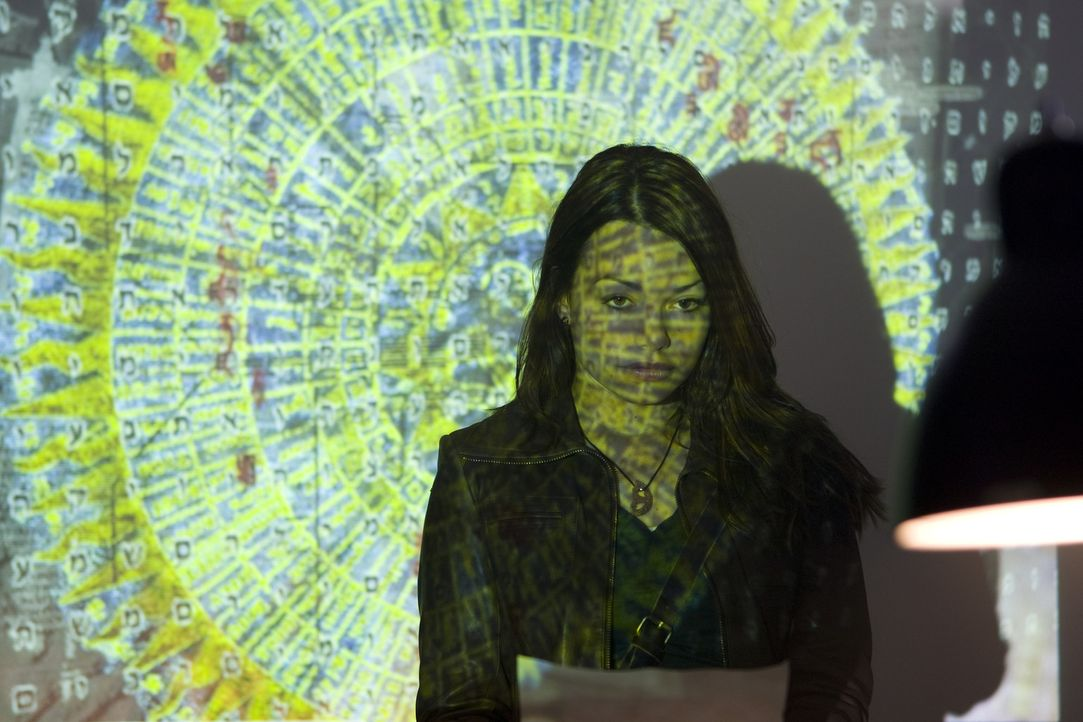 Kann Johanna (Cosma Shiva Hagen) den Bibelcode knacken und damit die Menschheit retten? - Bildquelle: ProSieben