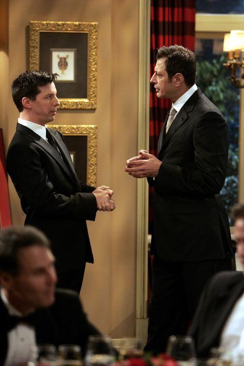 Jack (Sean Hayes, l.) ist Scott Woolley (Jeff Goldblum, r.) gegenüber etwas skeptisch ... - Bildquelle: Chris Haston NBC Productions