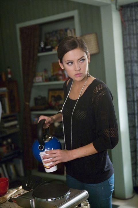 Silver (Jessica Stroup) ist sauer auf ihre Halbschwester Kelly... - Bildquelle: TM &   CBS Studios Inc. All Rights Reserved