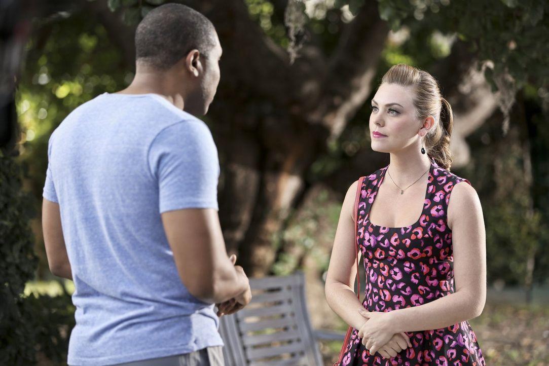 Während Annabeth (Kaitlyn Black, r.) ihre Zukunft mit Davis plant, muss sich Lavon (Cress Williams, l.), die Liebe betreffend, neu orientieren ... - Bildquelle: Warner Brothers