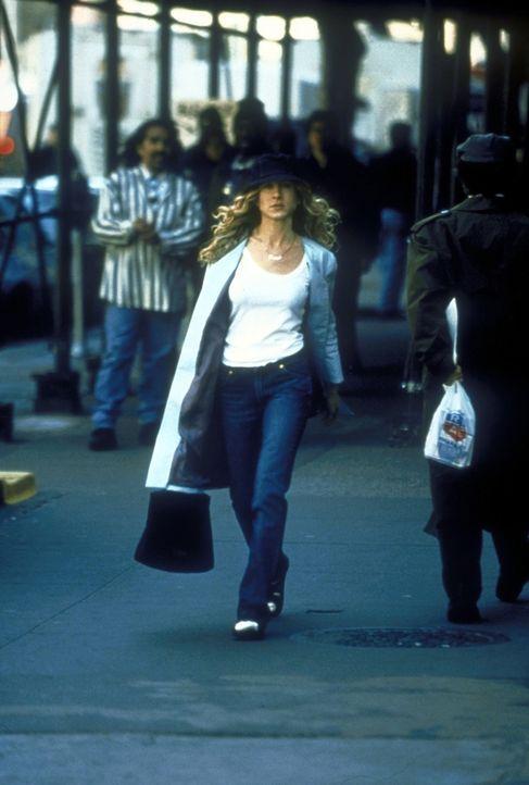 Carrie (Sarah Jessica Parker) genießt ihr Single-Dasein und ist bereit, in einem Magazin für eine Geschichte über Berühmtheiten und Singles in Manha... - Bildquelle: 2001 Paramount Pictures