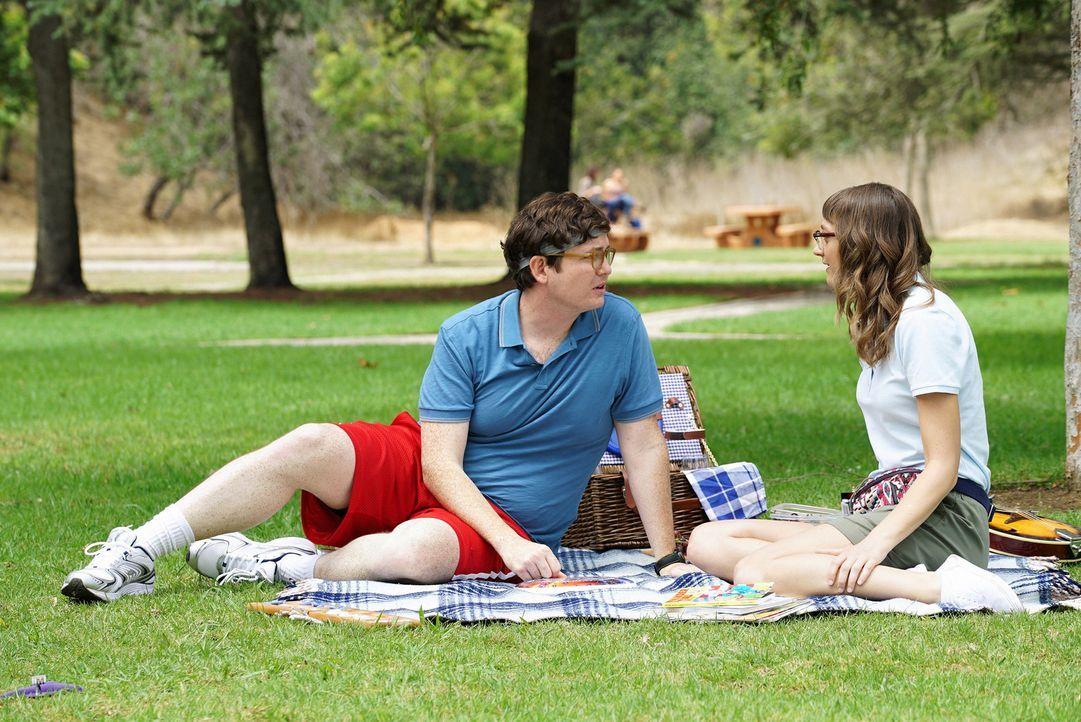 Während Paul (Allan McLeod, l.) und Amy (Mageina Tovah, r.) ihre junge Liebe genießen, wird die Beziehung zwischen Jimmy und Gretchen auf eine harte... - Bildquelle: 2015 Fox and its related entities.  All rights reserved.