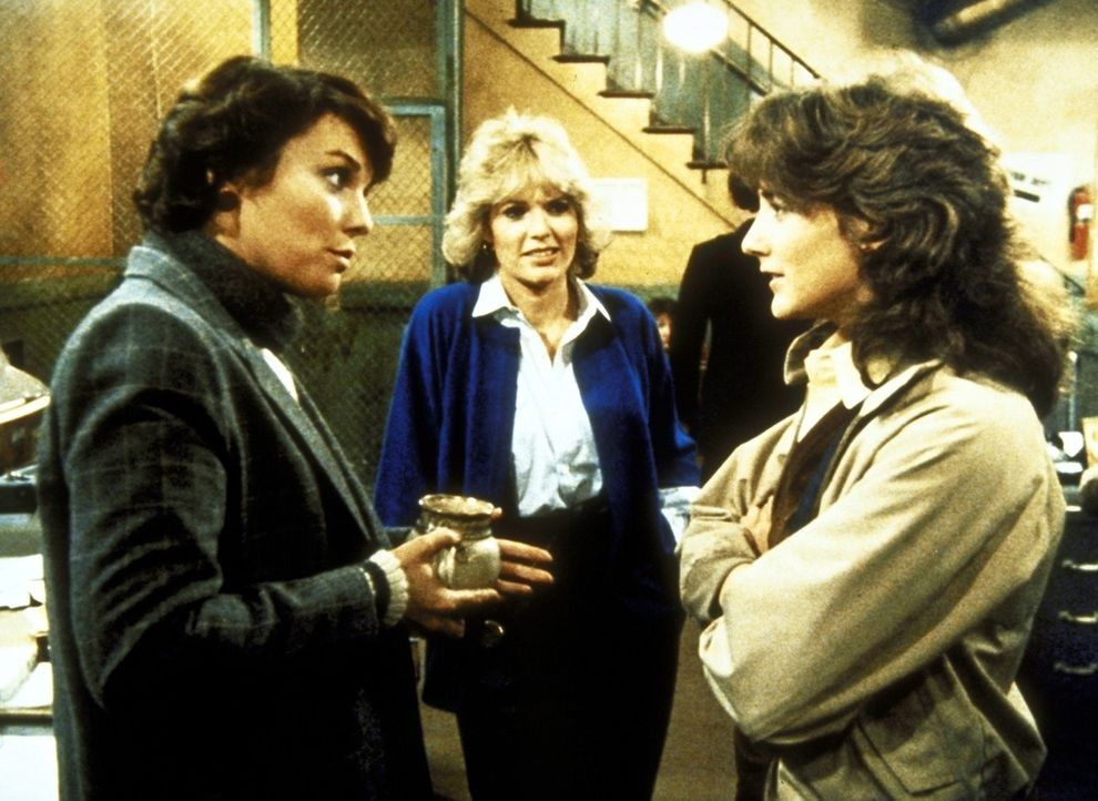 Lacey (Tyne Daly, l.) und Cagney (Sharon Gless, M.) unterhalten sich mit Diana (Talia Balsam), einer neuen Kollegin. - Bildquelle: ORION PICTURES CORPORATION. ALL RIGHTS RESERVED.