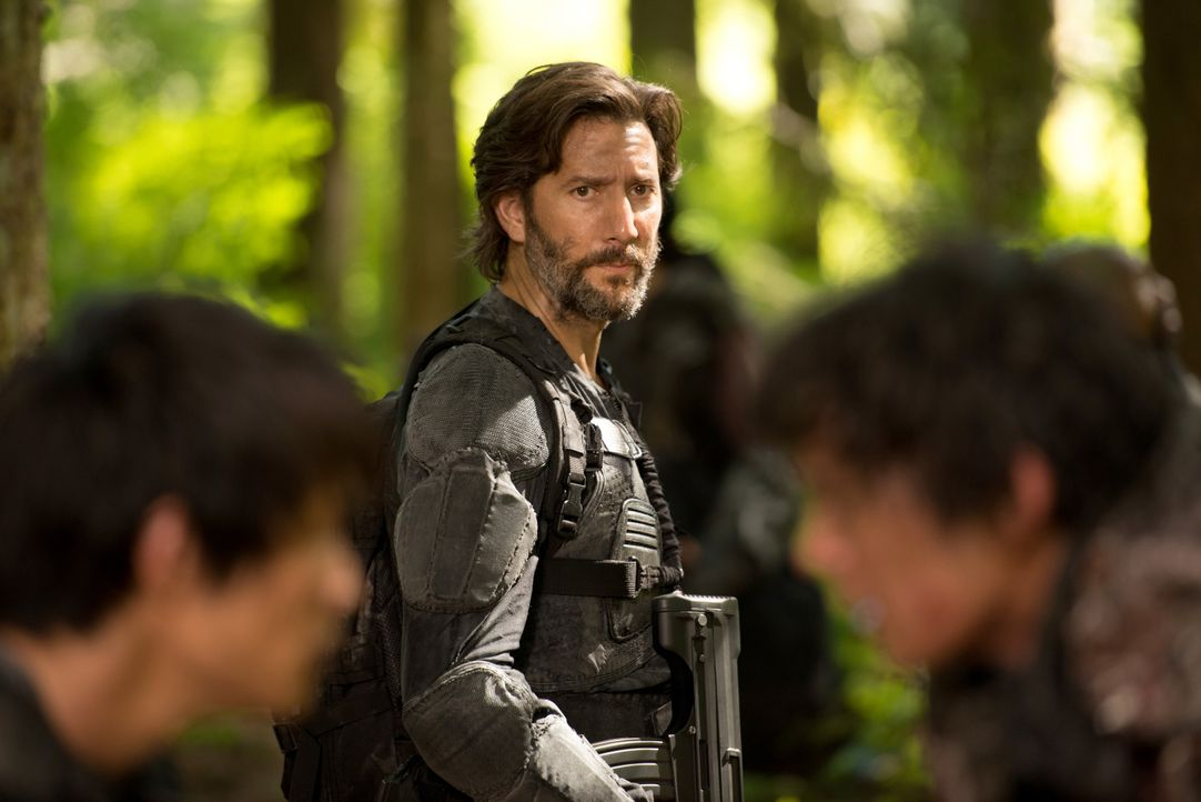 Während Kane (Henry Ian Cusick) eine Rettungsmission anführt, schließt sich Murphy mit Emori zusammen und macht eine erstaunliche Entdeckung ... - Bildquelle: 2014 Warner Brothers