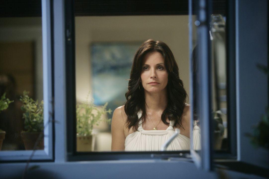 Als Jules (Courteney Cox) feststellen muss, dass keine wilden Geschichten erlebt hat, als sie in den 20ern war beschließt sie dies nachzuholen ... - Bildquelle: 2009 ABC INC.