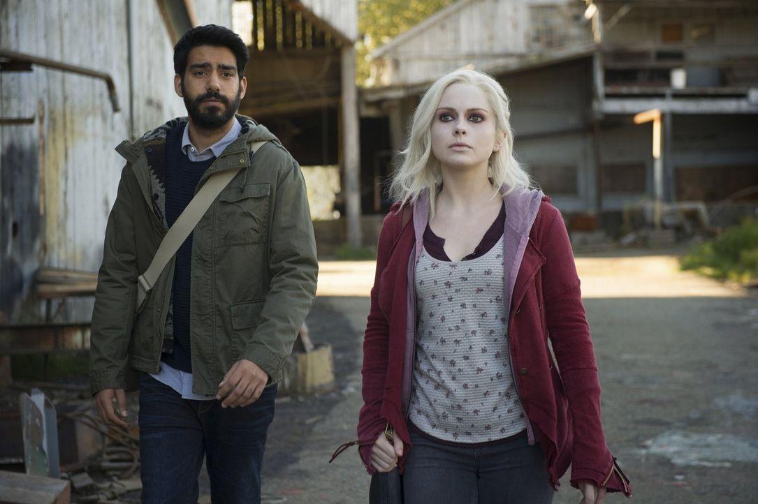 Nachdem Ravi (Rahul Kohli, l.) im Internet einen Hinweis auf einen weiteren Zombie entdeckt hat, macht er sich mit Liv (Rose McIver, r.) auf die Suc... - Bildquelle: Warner Brothers