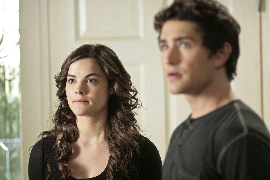Für Kyle (Matt Dallas, r.) und Jessi (Jaimie Alexander, l.) steht viel auf dem Spiel: Die Sozialarbeiterin darf nicht hinter ihr Geheimnis kommen ... - Bildquelle: TOUCHSTONE TELEVISION