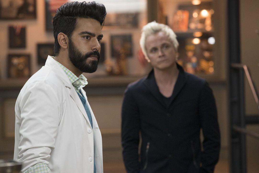 Wird es Ravi (Rahul Kohli) endlich gelingen, mit Peyton über seine Gefühle zu sprechen? - Bildquelle: 2017 Warner Brothers