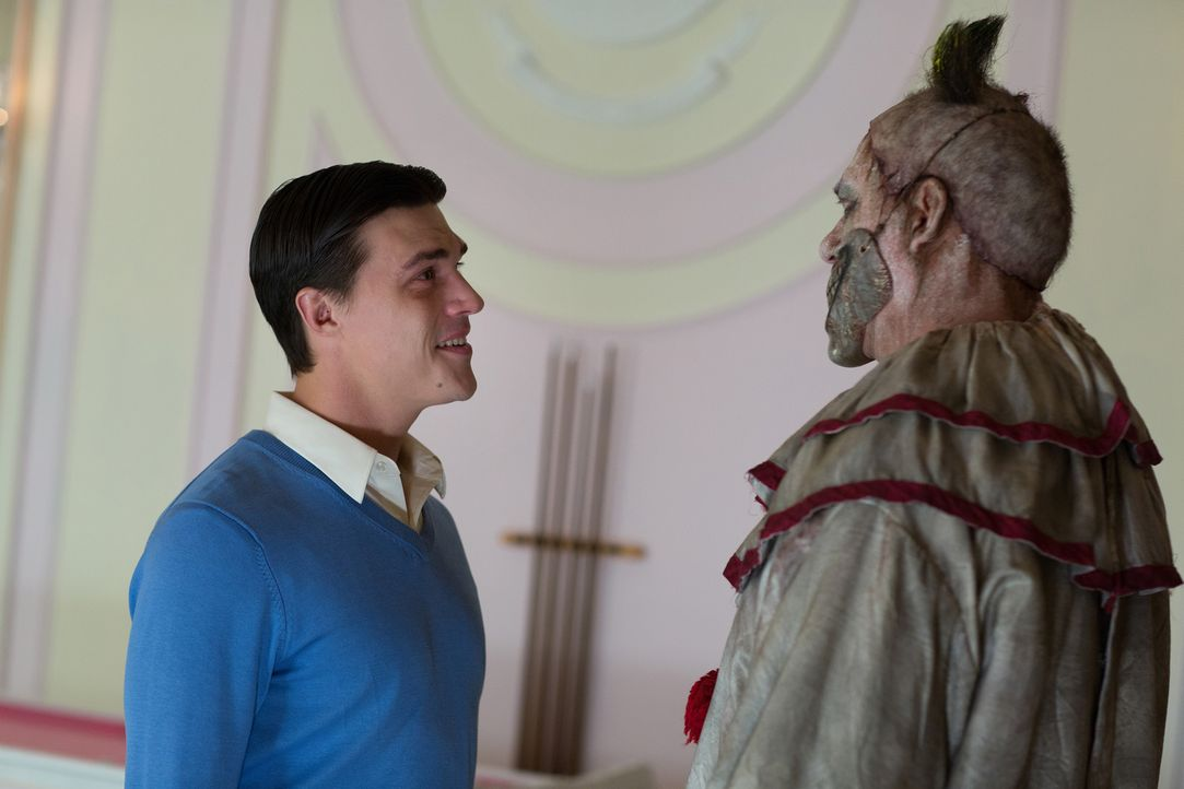 Ist Twisty der Clown (John Carroll Lynch, r.) wirklich der richtige neue Freund für den verwöhnten Dandy (Finn Wittrock, l.)? - Bildquelle: 2014-2015 Fox and its related entities. All rights reserved.