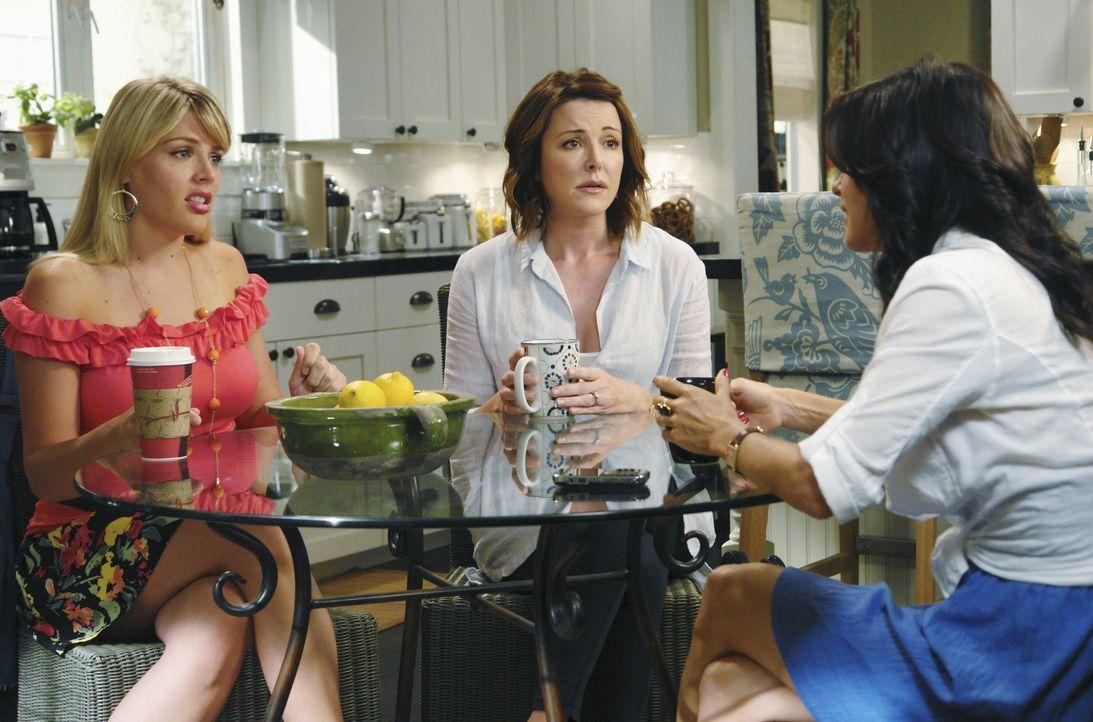 Das zehnte Date wird von Jules (Courteney Cox, r.) und ihren Freundinnen Ellie (Christa Miller, M.) und Laurie (Busy Philipps, l.) total durchgeplan... - Bildquelle: 2009 ABC INC.