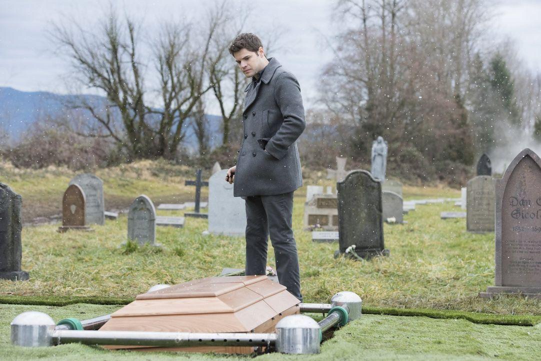 Während Winn (Jeremy Jordan) noch mit dem Tod seines Vaters zu kämpfen hat, taucht seine entfremdete Mutter auf und möchte ihm erklären, warum sie i... - Bildquelle: 2017 Warner Bros.