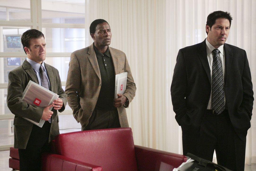 Auf der Suche nach Vaughns Mörder: Marshall (Kevin Weisman, l.), Dixon (Carl Lumbly, M.) und Weiss (Greg Grunberg, r.) ... - Bildquelle: Touchstone Television
