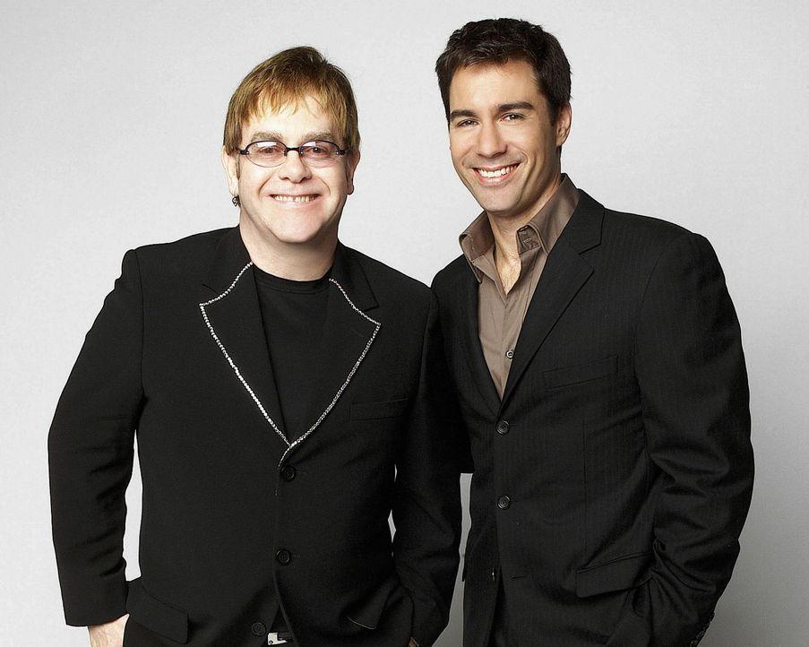 Auf Will (Eric McCormack, r.) wartet eine große Überraschung. Er trifft auf Elton John (l.) ... - Bildquelle: NBC Productions