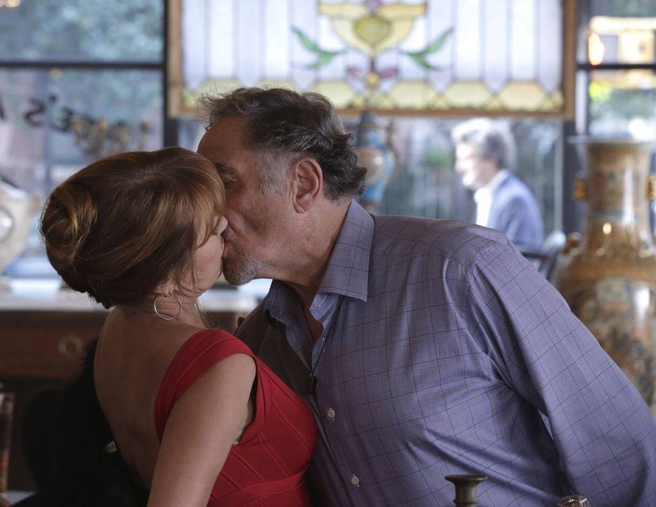 Zwischen Abe (Judd Hirsch, r.) und seiner alten Liebe Maureen (Jane Seymour, l.) funkt es gewaltig ... - Bildquelle: Warner Brothers