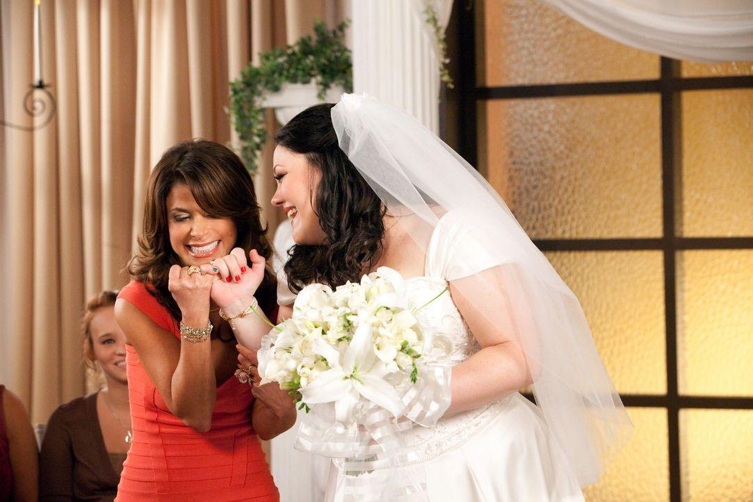 Ein ganz besonderer Traum: Jane (Brooke Elliott, r.) und Richterin Paula Abdul (Paula Abdul, l.) ... - Bildquelle: 2009 Sony Pictures Television Inc. All Rights Reserved.