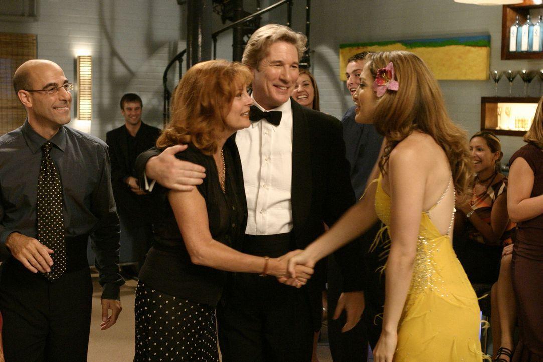 Endlich lernen sich Johns (Richard Gere, 2.v.r.) Frau Beverly (Susan Sarandon, 2.v.l.) und seine Tanzpartnerin Paulina (Jennifer Lopez, r.) kennen ... - Bildquelle: Buena Vista International Television