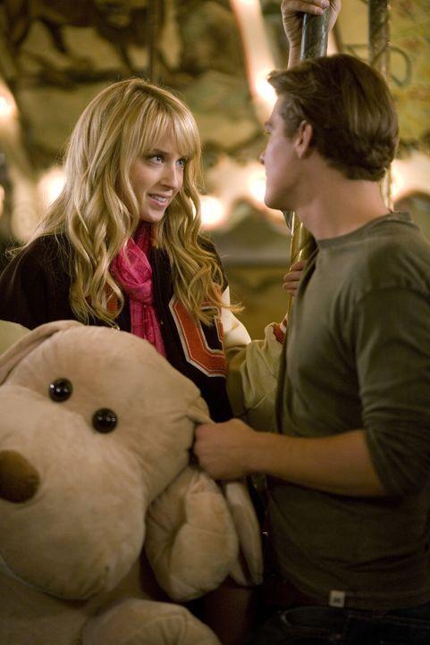 Ein heimliches Treffen auf dem Jahrmarkt. Was ist der nächste Schritt in dieser verbotenen Beziehung? Grace (Megan Park, l.) und Jack (Greg Finley,... - Bildquelle: ABC Family