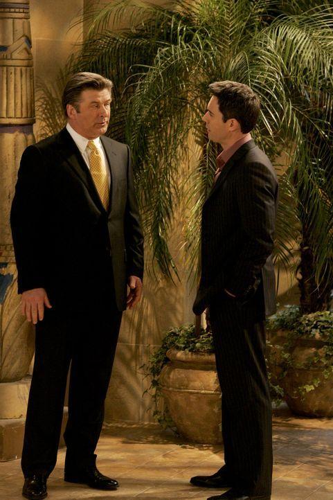 Nach seiner Kündigung in der Anwaltskanzlei stürzt sich Will (Eric McCormack, r.) auf eine neue Karriere als Autor und fällt dabei Malcolm (Alec Bal... - Bildquelle: Chris Haston NBC Productions