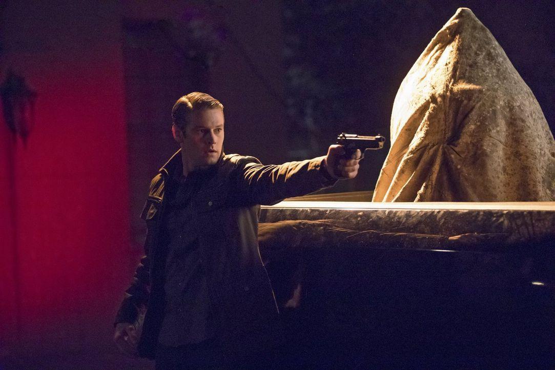 Noch ahnt Matt (Zach Roerig) nicht, welchen entscheidenden Part er im Zünden der tödlichen Waffe spielen soll ... - Bildquelle: Warner Bros. Entertainment, Inc.