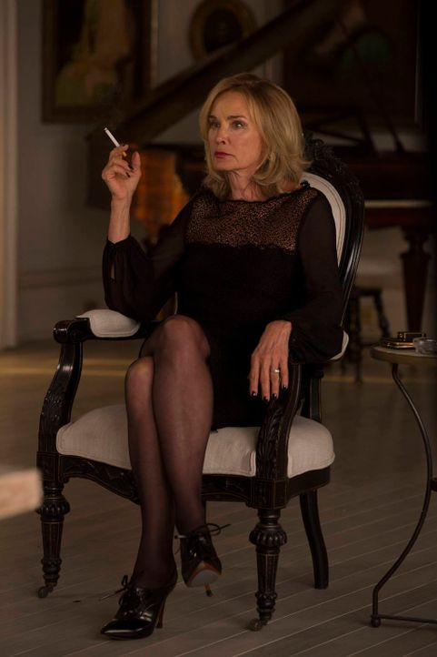 Während Fiona (Jessica Lange) sich mit dem Rat der Hexen beschäftigen muss, gerät bei Zoe alles aus dem Ruder ... - Bildquelle: 2013-2014 Fox and its related entities. All rights reserved.