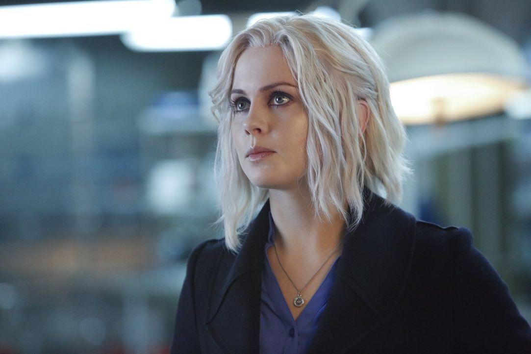 Liv (Rose McIver) muss auf das Hirn einer jungen Frau ausweichen, nachdem den Opfern ihres neusten Falls die Köpfe fehlen -  keine gute Idee, denn d... - Bildquelle: 2014 Warner Brothers