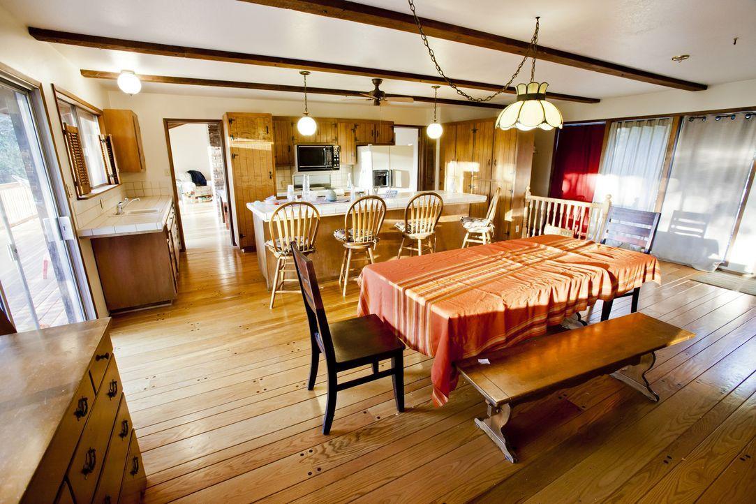 Die Küche, die seit 30 Jahren nicht verändert wurde, ist nicht mehr zeitgemäß und braucht dringend eine Renovierung. Dafür bietet Josh seine Hilfe a... - Bildquelle: 2013,DIY Network/Scripps Networks, LLC. All Rights Reserved./Getty Images