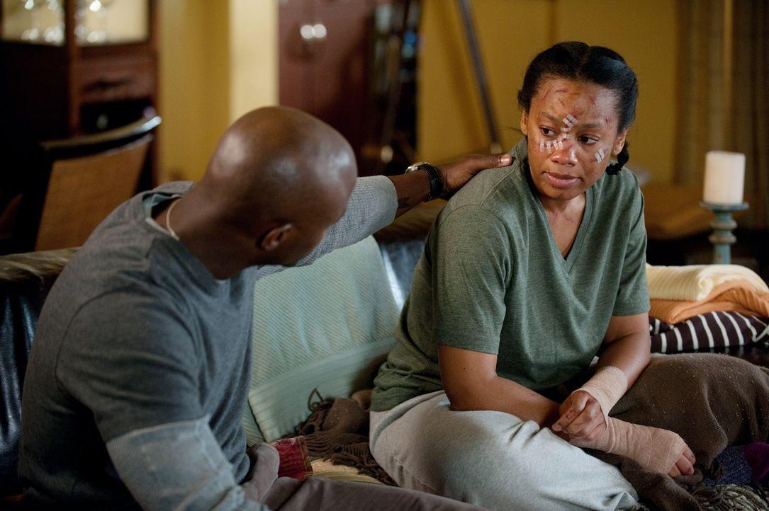 Während Scott in die Notaufnahme eingeliefert wird, nimmt Sam (Taye Diggs, l.) seine Schwester Corinne (Anika Noni Rose, r.) wieder mit zu sich nach... - Bildquelle: ABC Studios