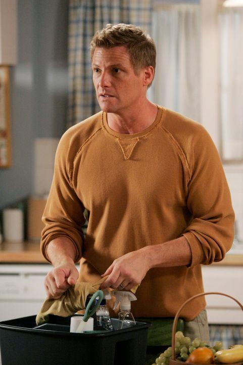 Lynette findet eine unkonventionelle Methode, um Tom (Doug Savant) zum Hausputz zu bewegen ... - Bildquelle: 2005 Touchstone Television  All Rights Reserved