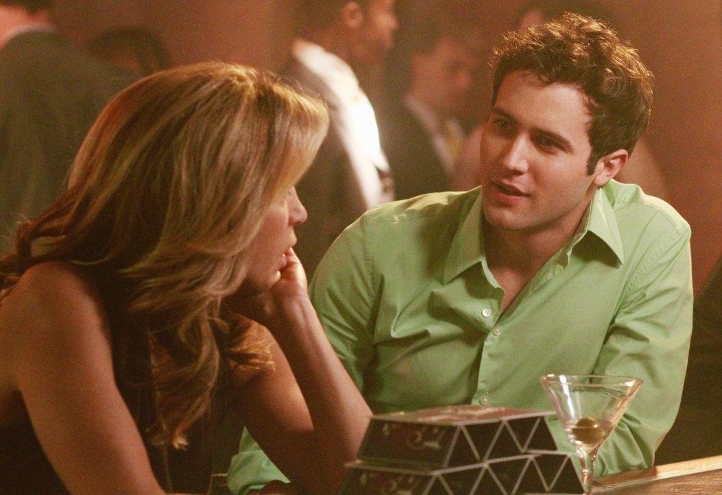 Beim Marktwerttesten trifft Lynette (Felicity Huffman, l.) auf einen jungen Mann (Kurt Cole, r.), doch wird sie sein Interesse wecken? - Bildquelle: ABC Studios