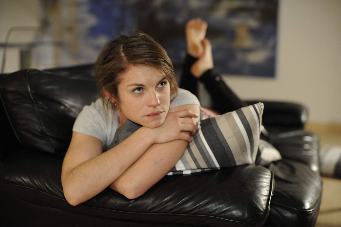 Kann nicht aufhören, an Emma zu denken: Jenny (Lucy Scherer) ... - Bildquelle: Christoph Assmann SAT.1