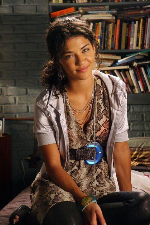 Der Maskenball hält viele Überraschungen bereit, auch für Vanessa (Jessica Szohr) ... - Bildquelle: Warner Brothers