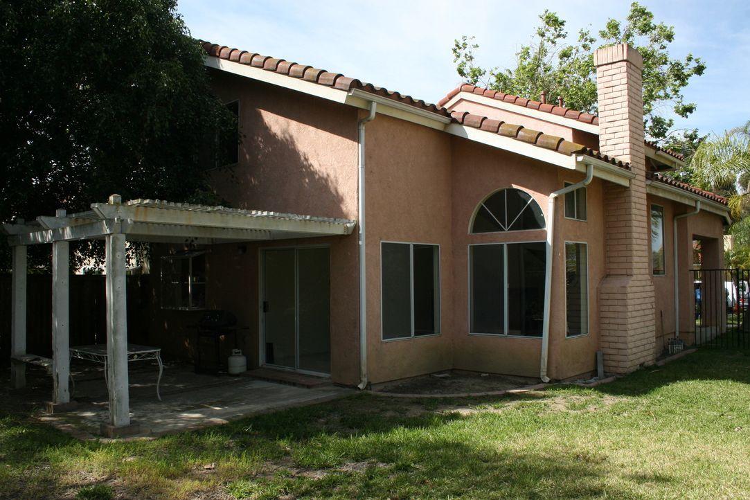 Diese Immobilie nehmen sich Christina und Tarek El Moussa diesmal vor. Was können die beiden wohl aus dem Haus rausholen? - Bildquelle: 2014,HGTV/Scripps Networks, LLC. All Rights Reserved